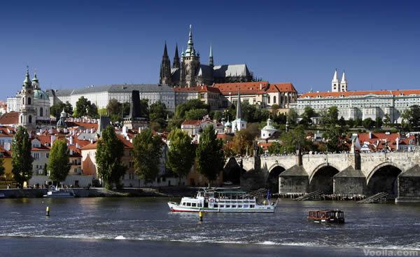 Volo Hotel Praga