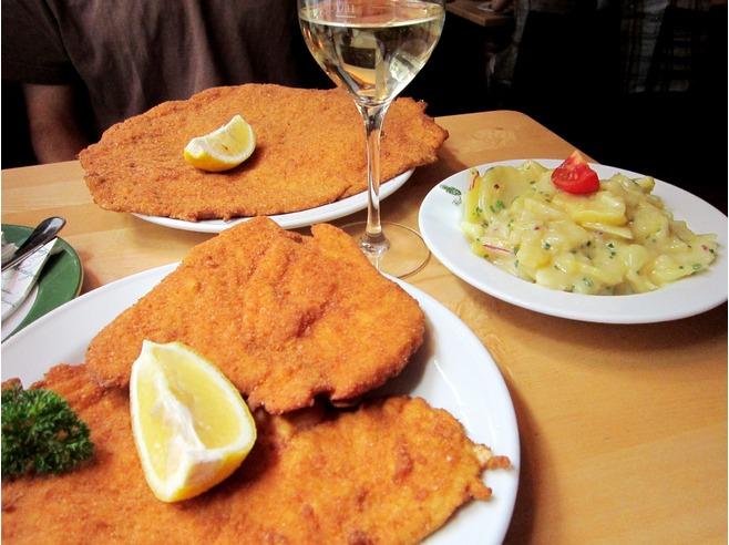 Vienna ristorante figlmuller dove nasce la famosa for Wohndesign pure vienna 2014