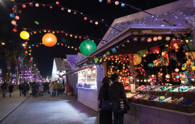 Marché-de-Noël-Avenue-des-Champs-Elysées-nuit-1-_-850x540-_-©-OTCP-Amélie-Dupont-_-187-43_block_media_very_big