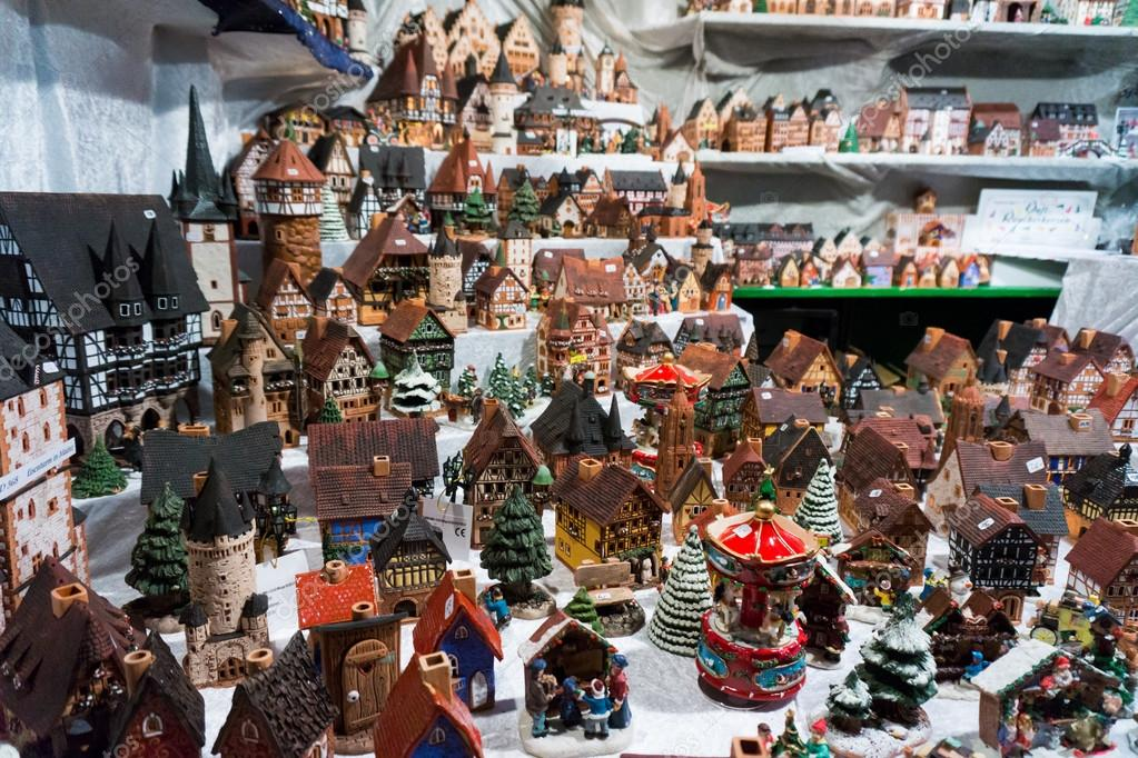 depositphotos_92076182-stock-photo-christmas-market-in-frankfurt