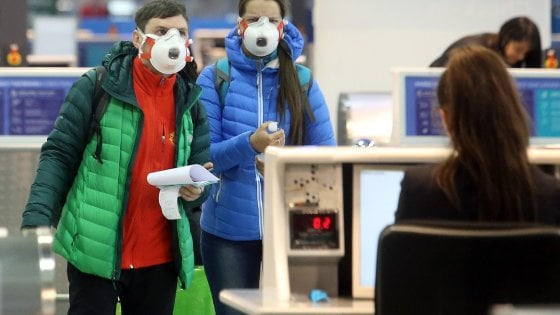mascherina aeroporto
